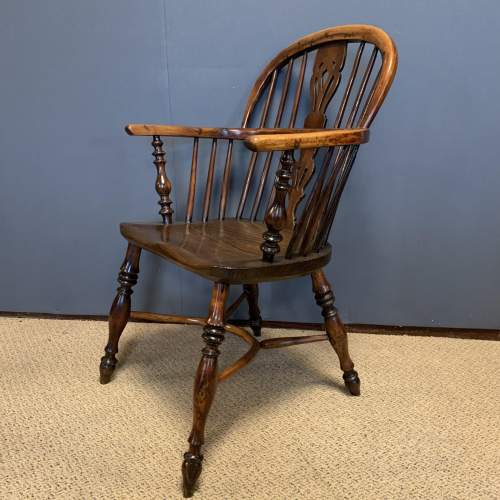 19th Century Low Back Yew Wood Windsor Chair image-3
