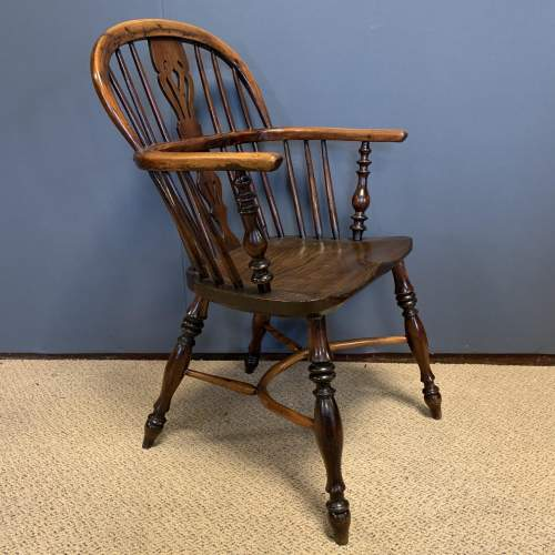 19th Century Low Back Yew Wood Windsor Chair image-1