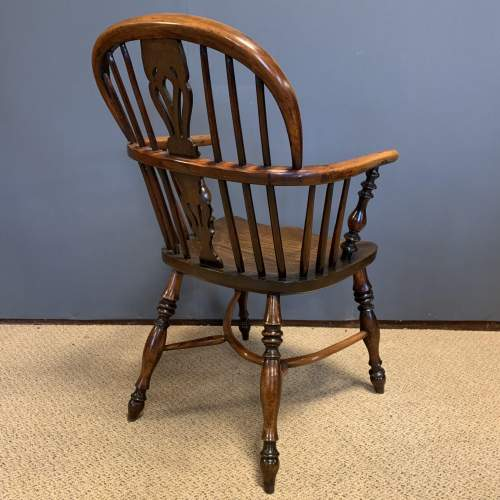 19th Century Low Back Yew Wood Windsor Chair image-4