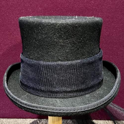 Vintage Ladies Top Hat with Trail image-2