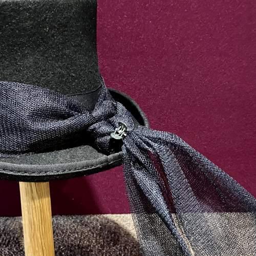 Vintage Ladies Top Hat with Trail image-3