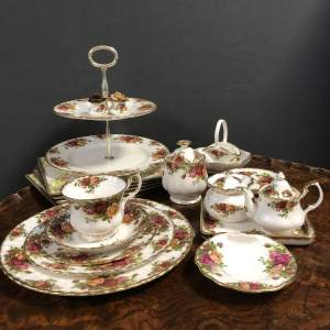 Royal Albert Large Old Country Roses 85 Piece Dinner and Tea Service