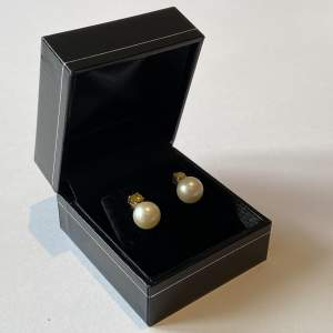 18ct Gold Yellow Diamonds and Cultured Pearl Earrings
