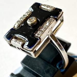 18ct White Gold Enamel and Diamond Ring