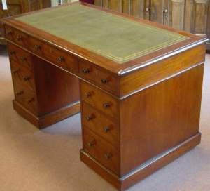 Edwardian Mahogany Pedestal Desk