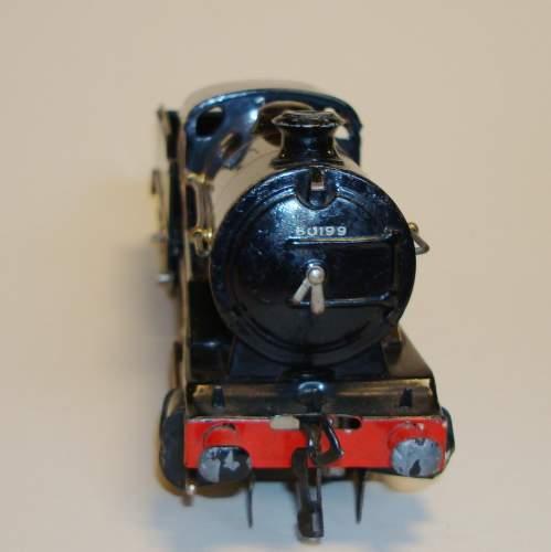 Hornby BR 0-4-0 Locomotive and Tender image-4