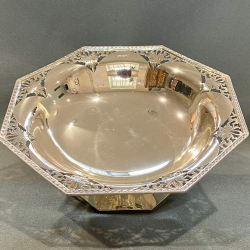 Art Deco Pair of Walker and Hall Silver Pedestal Dishes image-2