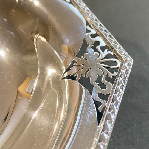Art Deco Pair of Walker and Hall Silver Pedestal Dishes image-3