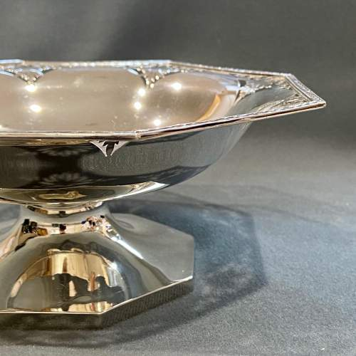 Art Deco Pair of Walker and Hall Silver Pedestal Dishes image-4