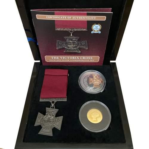 Commemorative Victoria Cross Three Piece Set image-1