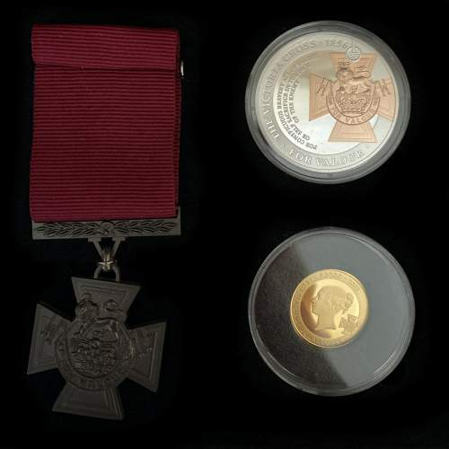 Commemorative Victoria Cross Three Piece Set image-2