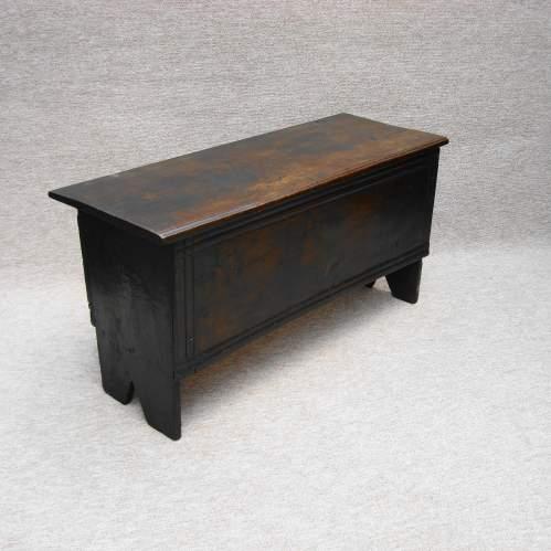 17th Century Six Plank Oak Chest image-2