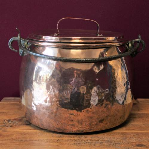 Large Victorian Copper Cauldron with Lid and Wrought Iron Handle image-2