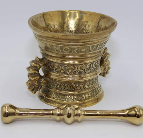Brass Pestle and Mortar Amor Vincit Omnia image-1