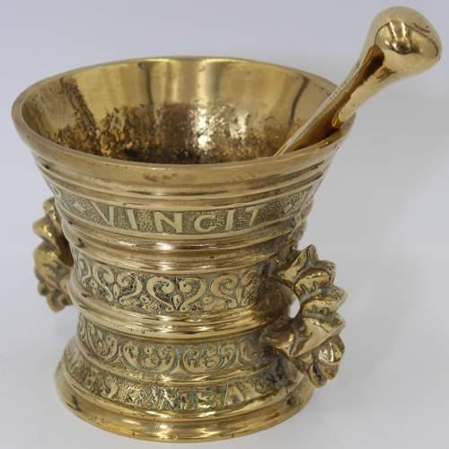 Brass Pestle and Mortar Amor Vincit Omnia image-3
