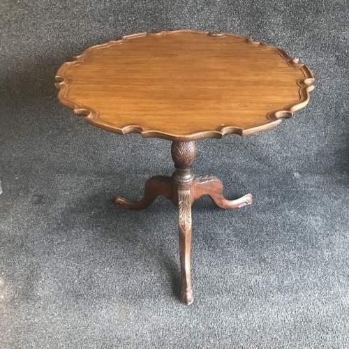 A Beautiful Georgian Pie Crust Mahogany Table image-1