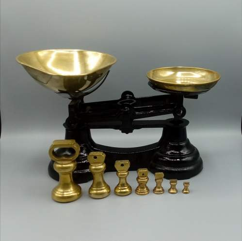 Vintage Kitchen Scales and Weights image-1