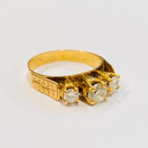 Vintage 18ct Gold Three Stone Diamond Ring