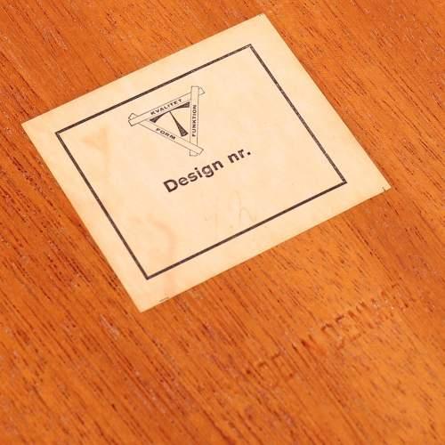 Kvalitet Form Funktion 1960s Nest of Tiled Teak Tables image-4