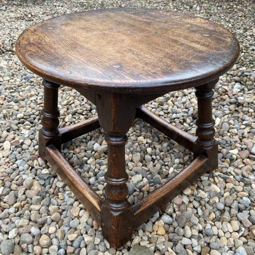 Small Oak Peg Jointed Coffee Table image-1
