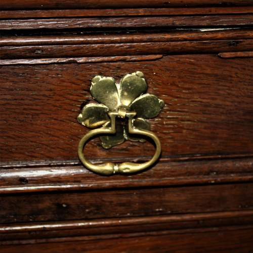 A Good Early Oak Splitter Chest of Drawers image-5