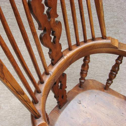 19th Century Windsor Bow Back Chair image-4