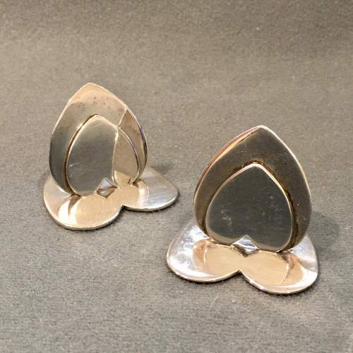 20th Century Matched Set of Four Silver Heart Shaped Menu Holders image-3