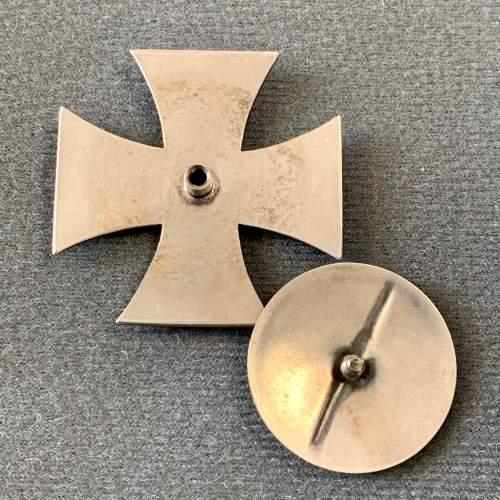 1914 Iron Cross Screw Back Badge image-4