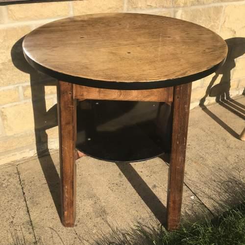 A Good Solid Oak Vintage Tavern Table With Shelf image-1