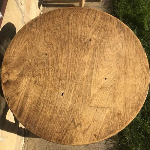 A Good Solid Oak Vintage Tavern Table With Shelf image-2