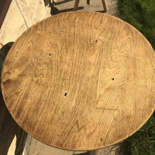 A Good Solid Oak Vintage Tavern Table With Shelf image-4
