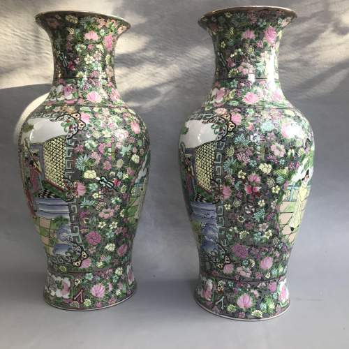 Pair of Decorative 20th Century Chinese Porcelain Vases image-1