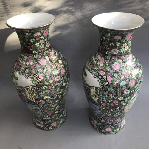 Pair of Decorative 20th Century Chinese Porcelain Vases image-2