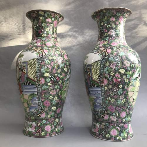 Pair of Decorative 20th Century Chinese Porcelain Vases image-6