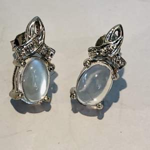 Pair of 9ct White Gold Earrings