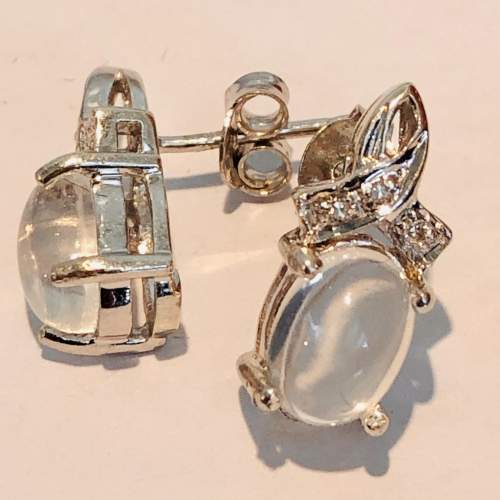 Pair of 9ct White Gold Earrings image-4