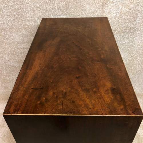 George II Mahogany Chest Of Drawers Of Small Proportions image-5