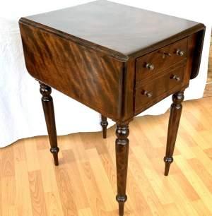 Attractive Victorian Small Pembroke Table in Flame Mahogany