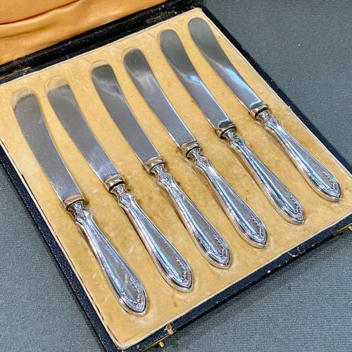 Early 20th Century Cased Set of Six Silver Butter Knives image-2