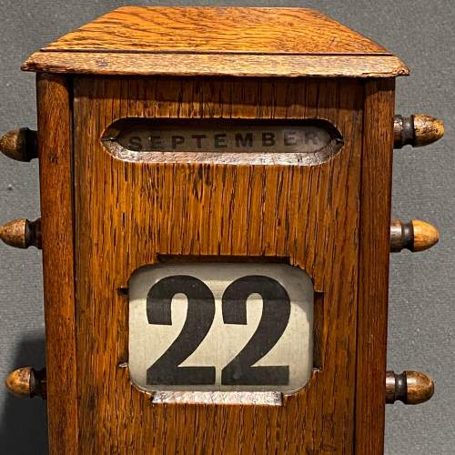 Victorian Oak Perpetual Calendar image-5