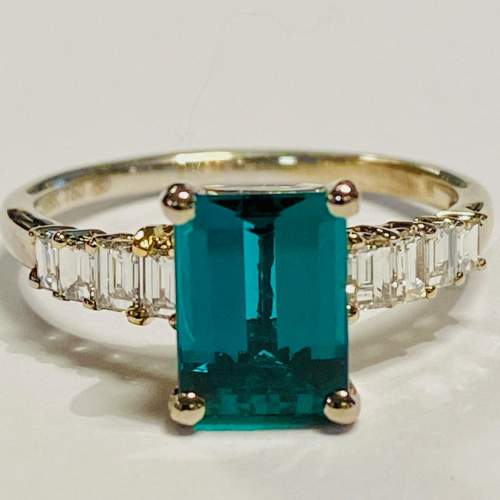 18ct White Gold Chatham Emerald and Diamond Ring image-2