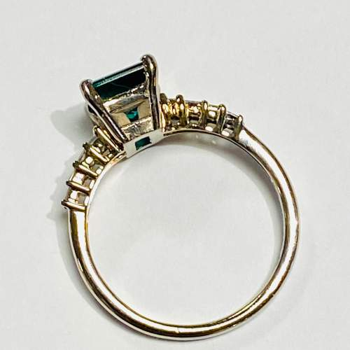 18ct White Gold Chatham Emerald and Diamond Ring image-3