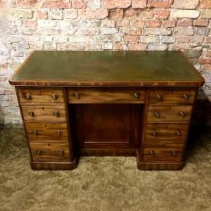 Fine Quality 19th Century Mahogany Kneehole Desk