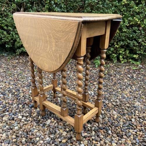 Small Light Oak Gateleg Supper Table with Barley Twist Legs image-2