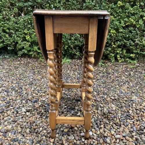 Small Light Oak Gateleg Supper Table with Barley Twist Legs image-4