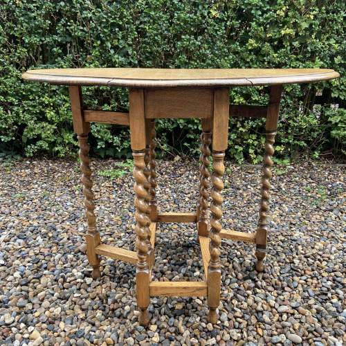 Small Light Oak Gateleg Supper Table with Barley Twist Legs image-6