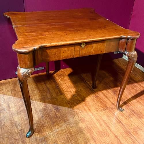 Early 18th Century Irish Mahogany Foldover Tea Table image-3