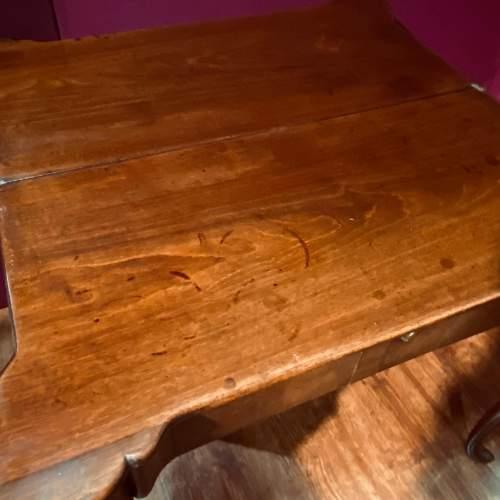 Early 18th Century Irish Mahogany Foldover Tea Table image-4