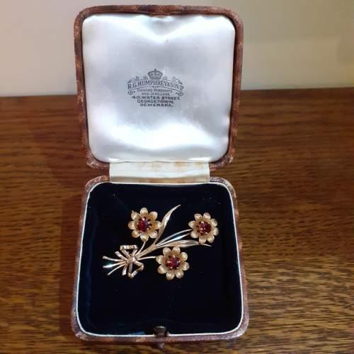 Boxed Vintage 9ct Gold Triple Flower Brooch image-1