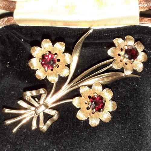 Boxed Vintage 9ct Gold Triple Flower Brooch image-2